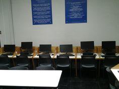 Zona de computadores con Internet en biblioteca. #escueladecomerciodesantiago #bibliotecaccs