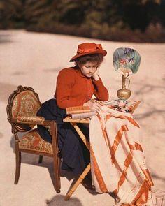 Suzanne, daughter of Louis Lumière, co-inventor of the Autochrome color photo process, 1910 Belle Epoque, Old Photos, Old Pictures, Lumiere Photo, Subtractive Color, Bijoux Art Nouveau, Colorized Photos, Colorized History, Old Photography