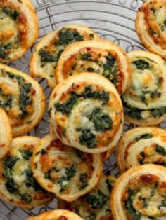 These Spinach and Feta Pinwheels are so delicious and with 4 ingredients they are on the table in 15 minutes. They are perfect for a quick and easy meal. Vegetarian Tart, Vegetarian Recipes, Kitchen Recipes, Cooking Recipes, How To Make Spinach, 4 Ingredient Recipes, Pinwheel Recipes, Queso Fresco, Spinach And Cheese
