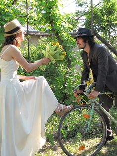 O nunta pe biciclete Bicycle Wedding, Panama Hat, Wedding Inspiration, Fashion, Moda, Fashion Styles, Fasion, Bike Wedding, Panama