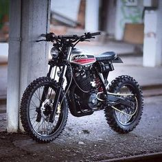 This Honda XR600 was built by @dinamaxxxx to rip around on the streets of France. Great execution!  #croig #caferacersofinstagram