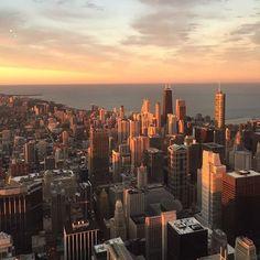 Vista incrível do Skydeck em Chicago! Tem cliente @janelaparaomundo curtindo essa cidade e se preparando para maratona amanhã! Quem aí gosta de viajar para competir?
