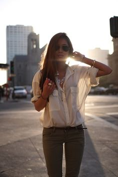 love the transparent loose fitting blouse paired with a skinny jean