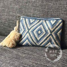 Crochet Clutch Pattern, Crochet Cushion Pattern, Crochet Clutch Bags, Crochet Pouch, Bag Pattern Free, Pouch Pattern, Crochet Fabric, Crochet Handbags, Tapestry Crochet