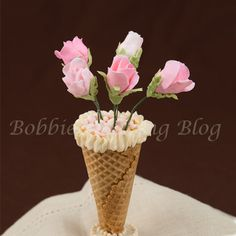 How to Make Modeling Chocolate Long Stem Roses in a Vase Cake Decorating Techniques, Cake Decorating Tutorials, Decorating Cakes, Fondant Figures, Modeling Chocolate, Melted Chocolate, Chocolate Flowers, Cake Supplies, Dessert Decoration