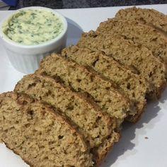 Repostando a receita desse pãozinho 100% integral, super fácil e muito gostoso 😍  Ingredientes: 🔹200g de farinha de trigo integral (2 xícaras em média) 🔹50g de aveia em flocos (1/2 xícara) 🔹200 ml de leite integral morno (usei 250, mas a receita original é 200) 🔹1 ovo 🔹1 colher de chá de sal 🔹1 colher de sobremesa de açúcar mascavo (10g) 🔹50g de manteiga 🔹10g de fermento biológico (um pacotinho)  Modo de preparo:  1) Bata o ovo, leite, manteiga, sal, e o açúcar no liquidificador por…