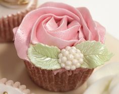 Pretty rose cupcake... I'd make it red with gold little editable pearls