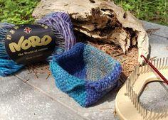 A Square Basket – TURTLE Looms – Hexagon Pin Loom Weaving Pin Weaving, Loom Weaving, Square Baskets, Ocean Colors, Beautiful Ocean, Weaving Patterns, Hexagons, Sea Shells, Weaving