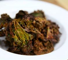 Try these AWESOME baked kale chips in Dorito's style to help you get over that chip addiction you have. Healthy Bedtime Snacks, Healthy Protein Snacks, No Calorie Snacks, Healthy Shakes, Healthy Breakfasts, High Protein, Vegan Doritos, Vegan Nachos, Cheesy Kale Chips