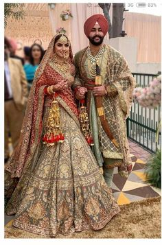 Thinking Indian bridal outfits? Go ahead and check out the best Ethnic Indian wear outfit ideas for weddings in Let your roots make you look glamrous. Indian Bridal Outfits, Indian Bridal Lehenga, Indian Bridal Fashion, Indian Bridal Wear, Indian Designer Outfits, Indian Wear, Designer Ethnic Wear, Bridal Lenghas, Bridal Dupatta
