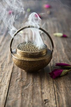 Oud perfume is worn by the beautiful Arabic women and is also burned in incense pots in homes and Malls throughout the Middle East ❤️ Wabi Sabi, Meditations Altar, Feng Shui, Puja Room, Boho Home, Meditation Space, Chakra Meditation, Chakra Healing, Indian Home Decor