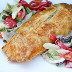 Innbakt kyllingfilet med pesto og cheddar Wok, Cheddar, Pesto, Food And Drink, Turkey, Chicken, Dinner, Recipes, Salt