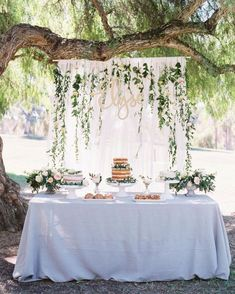 25 + › 61 Bezaubernde Gartenparty-Brautparty-Ideen – … - Makeup For Eyes Boho Baby Shower, Baby Shower Themes, Baby Boy Shower, Shower Ideas, Gold Baby Showers, Baby Shower Neutral, French Bridal Showers, Baby Shower Table Set Up, White Bridal Shower