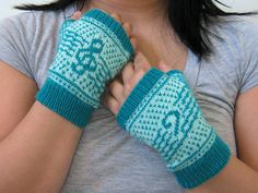 Made and shared by Kris Awesome. Get the FREE Pattern: Musica Fingerless Mitts by Anne Neumann. Knitting Patterns Free, Knit Patterns, Free Knitting, Knitting Socks, Free Pattern, Knit Socks, Diy Crochet, Crochet Ideas, Fingerless Mitts