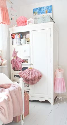 Colourful girl's bedrooms