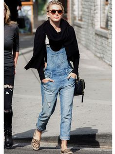 Flirty-Chic in Cuffed Denim Overalls To give your overalls a slightly sleeker feel, cuff them at the ankles. It helps make the baggier fit more flattering, and makes your legs look longer! Layer a crop top underneath for an extra dose of flirtiness.