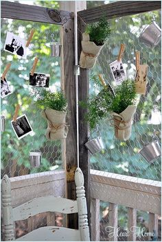 DIY pallet wood and chicken wire screen project-great for use at parties as a backdrop.hang party favors, photos, candy bags, tiny buckets with tea lights inside, ideas are endless. Chicken Wire Crafts, Diy Room Divider, Room Dividers, Bois Diy, Creation Deco, Party Decoration, Wood Pallets, Pallet Wood, Diy Pallet