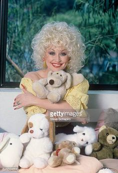 Dolly Parton Pictures and Photos - Getty Images Country Music Singers, Country Artists, Dolly Parton Pictures, Evangeline Lilly, Creative Video, Hello Dolly, Stock Pictures, Meme Pictures, Rare Photos