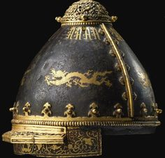 A fine and rare Chinese decorated helmet, century probably for a member of the imperial Household. Chinese Weapons, Chinese Armor, Helmet Armor, Arm Armor, Ancient Armor, Medieval Armor, Tibet, Aliens, Vintage Helmet