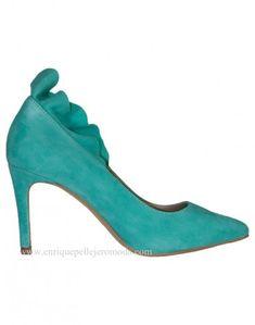 f0b49a4b3fb Daniela zapatos verde mar con volante. Daniela zapatos de salón color verde  mar con tacón