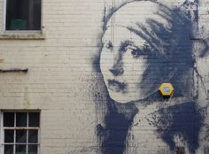 banksy-girl-with-a-pierced-eardrum-new-mural-03.jpg (1300×961)