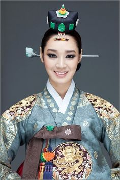 Miss Korea Universe 2011 Jung so-ra: Very traditional; it's rich and elegant. Korean Hanbok, Korean Dress, Korean Outfits, Korean Traditional Dress, Traditional Fashion, Traditional Dresses, Korean Women, Korean Girl, Folklore