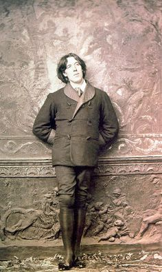 Oscar Wilde (16 october 1854 - 30 november 1900)by Napoléon Sarony , 1882 .