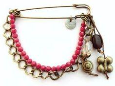 Broche Gourmelen - Rouge - Frexo - Broche Femme - Perles Rouge et Métal Bronze - Pendentifs perle et fleur.