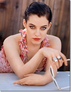 Here's a color shot of the same model (Elvis' granddaughter, her name is Riley) - this is what I see Rachel looking like.
