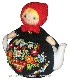 Normally I'm opposed to the doily, tissue box cover, tea cosy type of crochet.  But this is so kitsch it's cute.  I have to do it.  Ravelry: Matryoshka Tea Cosy Crochet pattern by Loly Fuertes  $4.50