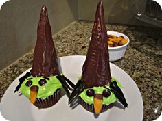 TRICKS + TREATS: SPOOKY WITCH CUPCAKES