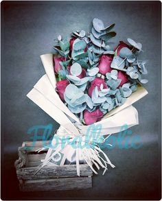 情人節系列 - 紅玫瑰花束  由即日至2016-01-31前訂購任何情人節花束可享特惠價訂購歡迎 Whatsapp / 致電 (5405 3785)查詢  #hkigshop #florist #floralholic #valentineday #lover #bouquets #rose #情人節 #情人節禮物 #送花  #玫瑰 #老婆 #女朋友 #早買平兩舊 by floralholic.hk