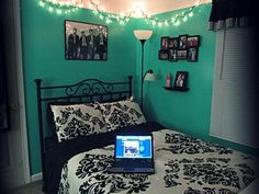 The color + a chalk board wall = 👌💕 Bedroom Colors, Bedroom Decor, Bedroom Ideas, Bedroom Black, New Room, White Light, Room Inspiration, Dorm, New Homes