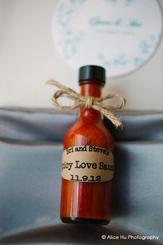 edible wedding favors, hot sauce, hot sauce wedding favor, J and R Foods, love, Photo credit: Alice Hu