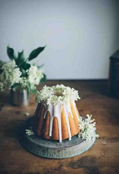 Bundt cake with elderflower glaze