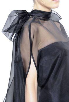Valentino Fall 2010 Couture Fashion Show Style Couture, Couture Details, Fashion Details, Couture Fashion, Love Fashion, Runway Fashion, High Fashion, Fashion Show, Fashion Design