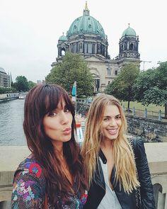 WEBSTA @ ana_albadalejo - Berlín con mi chica antes de ver la final del partido de Polo ⚘ @honeydressing #liveauthentically #USPA #FIPBerlin #FIP2016 #FIPPolo