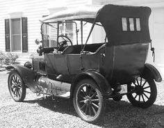 So many changes and inventions during the century -- all that your grandparents experienced. Discover your family history while researching your family tree. Vintage Cars, Antique Cars, Autos Ford, American Auto, Ford Lincoln Mercury, Henry Ford, Car Ford, Automotive Design, Ford Models