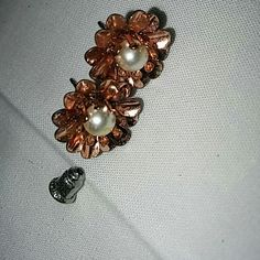 Copper tone or rose gold tone flower studs Costume Jewelry. There are no markings for silver or gold this item may contain nickel or other commonly used metals in costume jewelry the jewelry items on this page will be packaged in bags not boxes. And sealed safely for transport. Jewelry Earrings