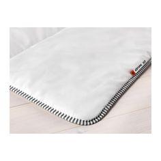 RÖDTOPPA Edredón cálido IKEA Si no sientes demasiado frío ni calor cuando duermes, este edredón con más relleno es una buena opción.
