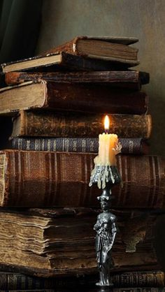 Uploaded by Find images and videos about vintage, books and Queen on We Heart It - the app to get lost in what you love. Witch Aesthetic, Brown Aesthetic, Paradis Sombre, Kunstjournal Inspiration, Slytherin Aesthetic, Still Life Photography, Vintage Books, Antique Books, Vintage Notebook