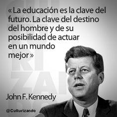 """""""La educación es la clave del futuro. LA clave del destino del hombre y de su posibilidad de actuar en un mundo mejor."""" John F. Kennedy Jfk Quotes, Photo Quotes, Simple Quotes, Great Quotes, Inspirational Phrases, John Kennedy, Life Philosophy, Freedom Of Speech, Spanish Quotes"""