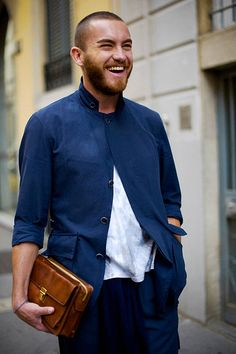 The man clutch. Gents Fashion, Mens Fashion Shoes, Men Clutch Bag, Men's Purse, Casual Wear For Men, Sharp Dressed Man, What To Wear, Menswear, Street Style