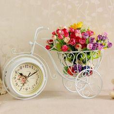 Daca esti in cautare de Cadouri pentru Sotie - iti recomand Suport Floral cu Ceas pentru a avea cel mai frumos loc pentru flori  #incrediblepunctro #cadou #cadouri #suportfloral #ceas #flori #lalele #cadourisotie #sotie Instagram Images, Instagram Posts, Alarm Clock, Glass Vase, The Incredibles, Curly, Rose, Design, Style