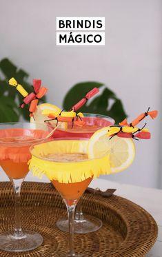 Copas decoradas para San Juan con petardos y guirnalda DIY Y receta de cocktail con fruta en versión con y sin alcohol Hello Everyone, Margarita, Alcohol, Crafty, Tableware, Glass, Fire Crackers, Toast, Cocktails