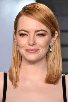 Emma is always redhead goals. This season she's upping the blonde and making copper take a backseat, but never abandoning her trademark ginger 'do. Ginger Blonde Hair, Strawberry Blonde Hair Color, Blonde Hair Makeup, Honey Hair, Brown Blonde Hair, Copper Blonde Hair, Stawberry Blonde, Dark Hair, New Hair Color Trends