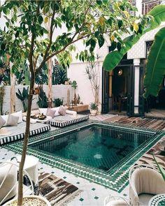 Backyard Pool Designs, Swimming Pools Backyard, Swimming Pool Designs, Pool Landscaping, Backyard Patio, Lap Pools, Indoor Pools, Swimming Tips, Small Courtyard Gardens