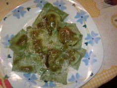 Pasta fresca verde!!!  Pasta de espinaca con relleno de ricotta anchoa y tomate seco... tiempo de preparación 2 horas...