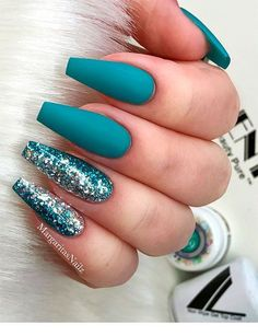 Amazing teal blue coffin nails with glitter! - Amazing teal blue coffin nails with glitter! Blue Coffin Nails, Teal Nails, Solid Color Nails, Nail Colors, Gradient Nails, Nails Turquoise, Blue Nails With Glitter, Stiletto Nails Glitter, Metallic Nails
