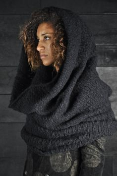 Uma Wang – Collar by proteamundi Poncho, Cowl Scarf, Knit Cowl, Knit Crochet, Mode Style, Style Me, Bolero, How To Purl Knit, Knitting Accessories